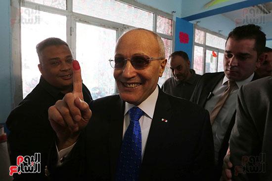 اللواء محمد العصار يدلي بصوته فى الاستفتاء على التعديلات الدستورية (1)