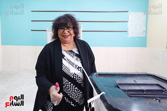 وزيرة الثقافة تدلي بصوتها  (10)