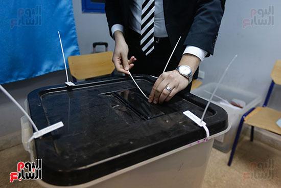 غلق باب التصويت فى اليوم الأول للاستفتاء  (8)