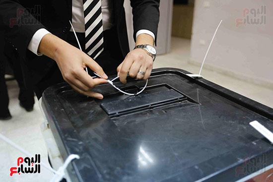 غلق باب التصويت فى اليوم الأول للاستفتاء  (16)