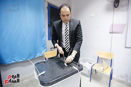 غلق باب التصويت فى اليوم الأول للاستفتاء  (5)