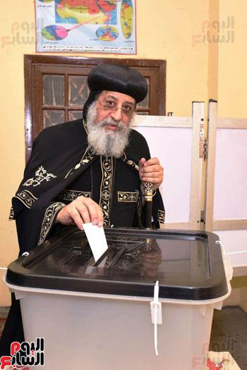 البابا تواضروس اثناء التصويت على تعديلات الدستور (1)