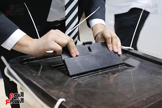 غلق باب التصويت فى اليوم الأول للاستفتاء  (6)