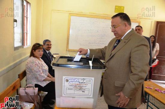 نواب البرلمان اثناء التصويت (3)