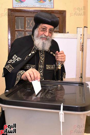 البابا تواضروس اثناء التصويت على تعديلات الدستور (4)