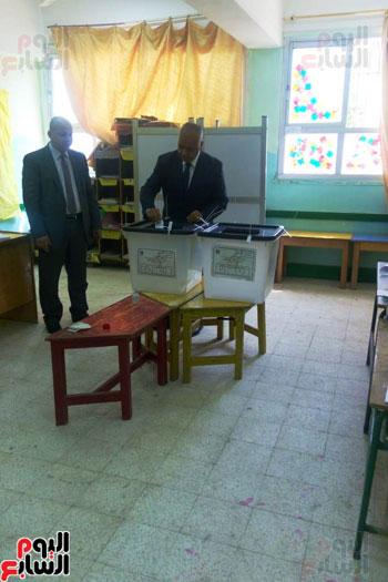 نواب البرلمان اثناء التصويت (2)