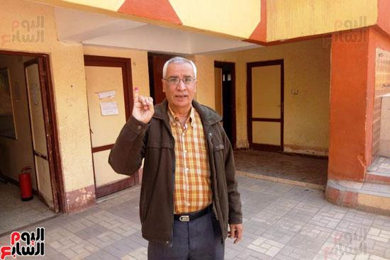 إقبال كبير للمواطنين على لجان الاستفتاء بعين شمس (9)