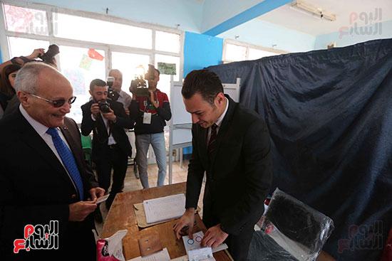 اللواء محمد العصار يدلي بصوته فى الاستفتاء على التعديلات الدستورية (8)