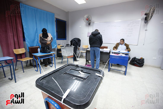 غلق باب التصويت فى اليوم الأول للاستفتاء  (3)