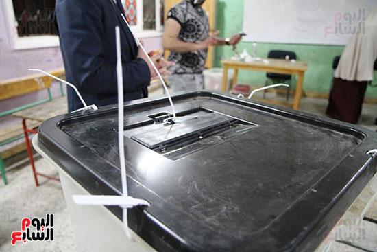 غلق باب التصويت فى اليوم الأول للاستفتاء  (12)