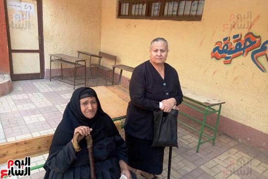 إقبال كبير للمواطنين على لجان الاستفتاء بعين شمس (8)