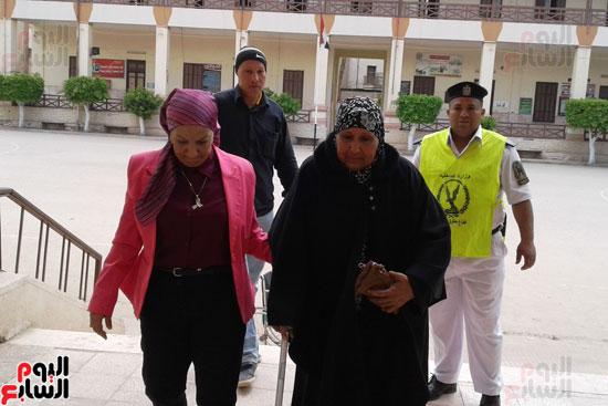 سيدات الإسكندرية يطلقن الزغاريد للدعوة للمشاركة (14)