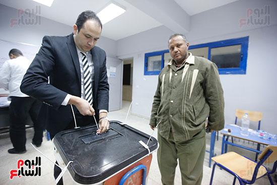 غلق باب التصويت فى اليوم الأول للاستفتاء  (20)