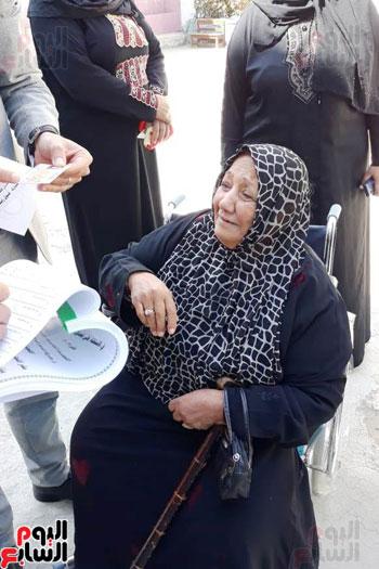 سيدات الإسكندرية يطلقن الزغاريد للدعوة للمشاركة (16)