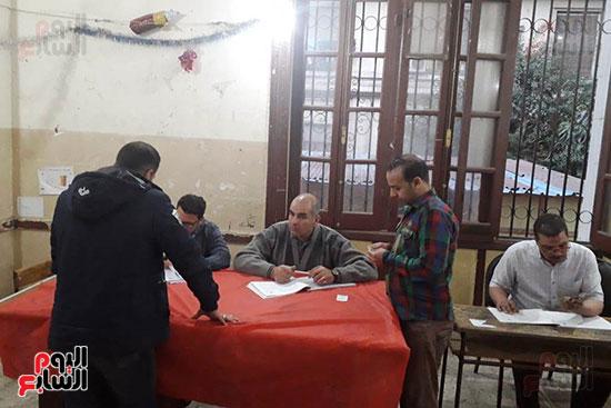 تدفق الناخبين على لجان قصر الدوبارة (6)