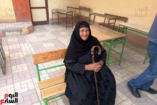 إقبال كبير للمواطنين على لجان الاستفتاء بعين شمس (6)