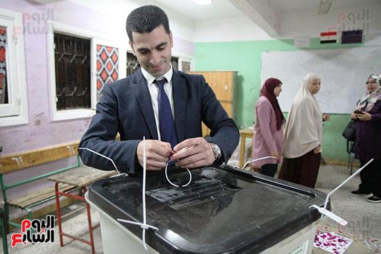غلق باب التصويت فى اليوم الأول للاستفتاء  (1)