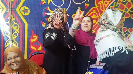 رقص-وزغاريد-السيدات-داخل-المقار-الانتخابية-بالاسكندرية-(3)