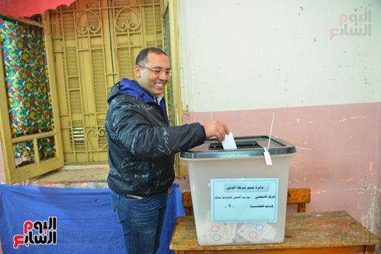الكاتب الصحفى خالد صلاح يدلى بصوته (2)