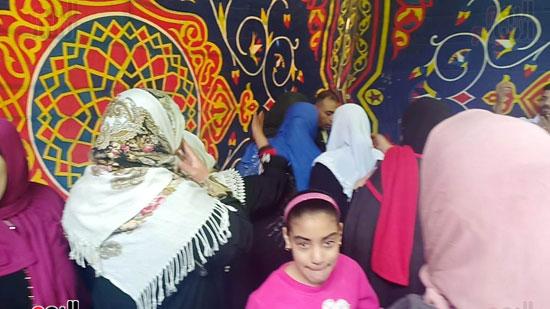 رقص-وزغاريد-السيدات-داخل-المقار-الانتخابية-بالاسكندرية-(5)