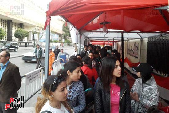 تدفق الناخبين على لجان قصر الدوبارة (1)