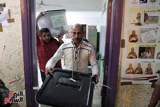 غلق باب التصويت فى اليوم الأول للاستفتاء  (7)