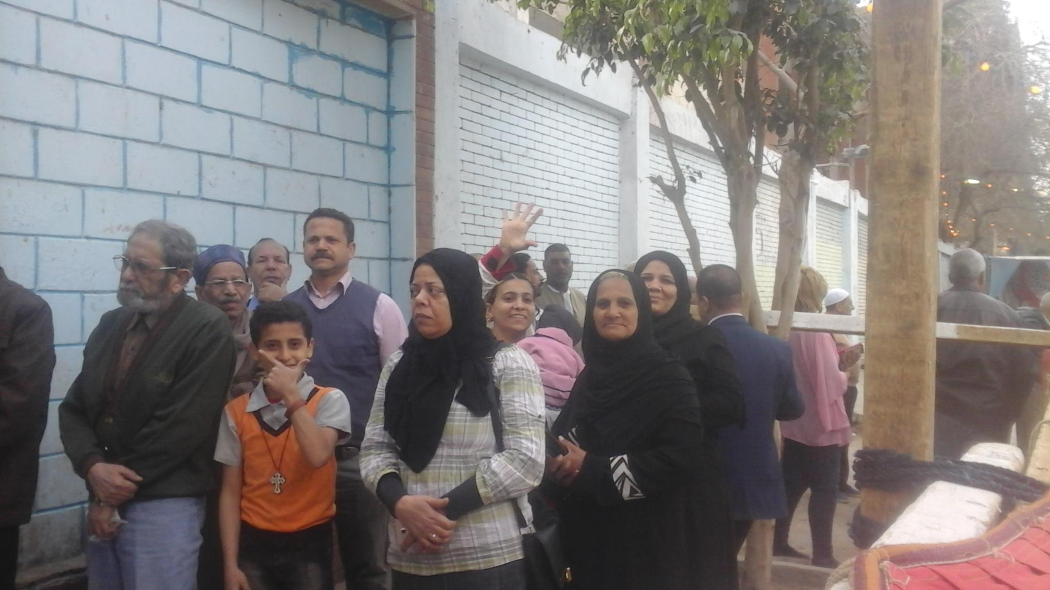 إقبال المواطنين على اللجان  بإمبابة (2)