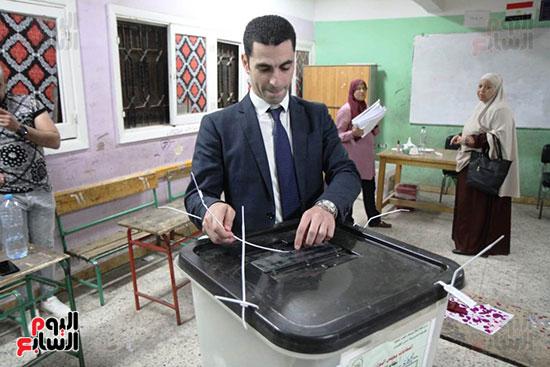 غلق باب التصويت فى اليوم الأول للاستفتاء  (11)