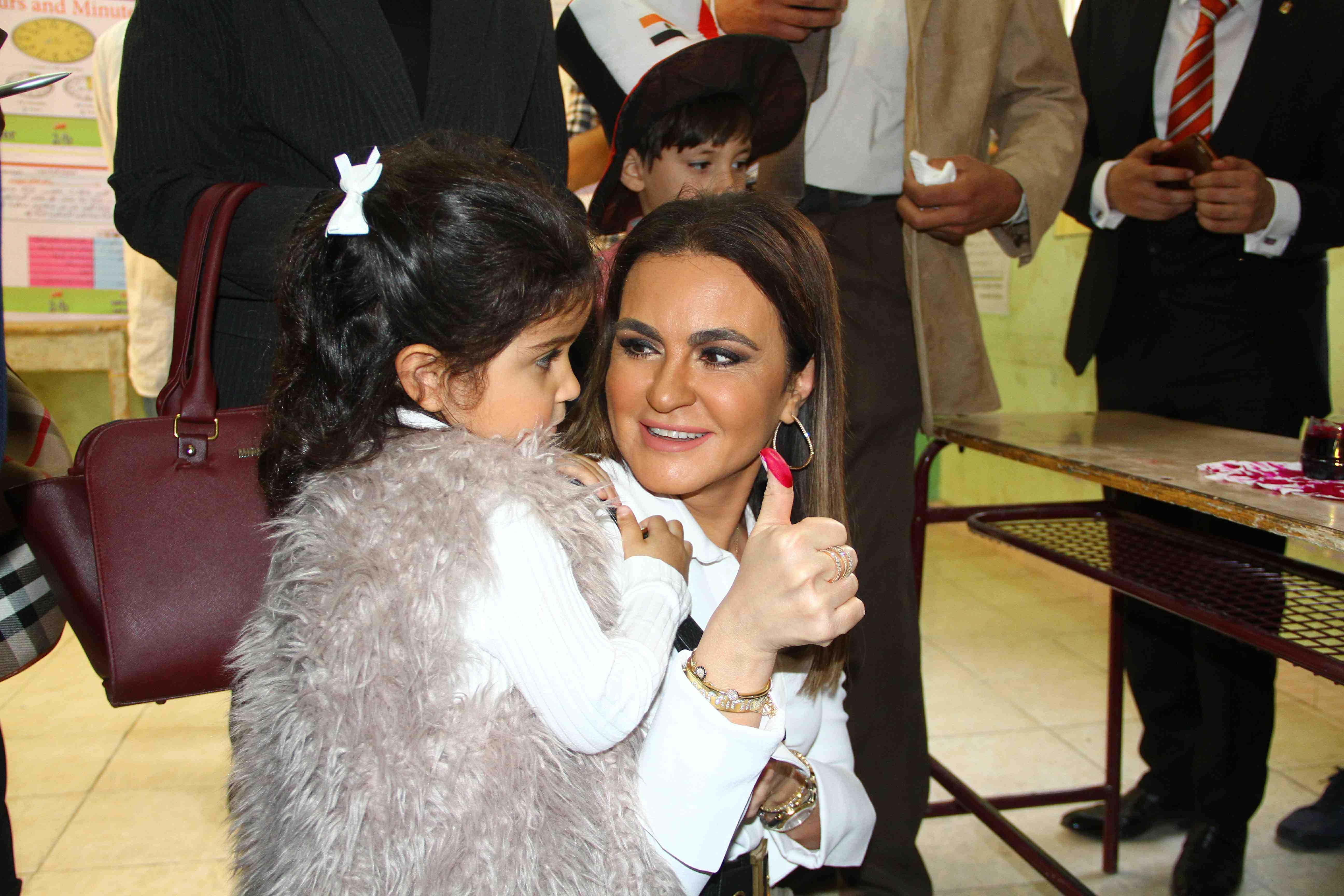 وزيرة الاستثمار تصطحب حفيدتها فى التصويت على التعديلات الدستورية12