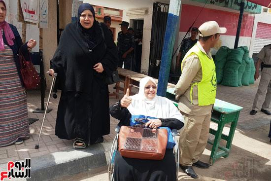 سيدات الإسكندرية يطلقن الزغاريد للدعوة للمشاركة (1)
