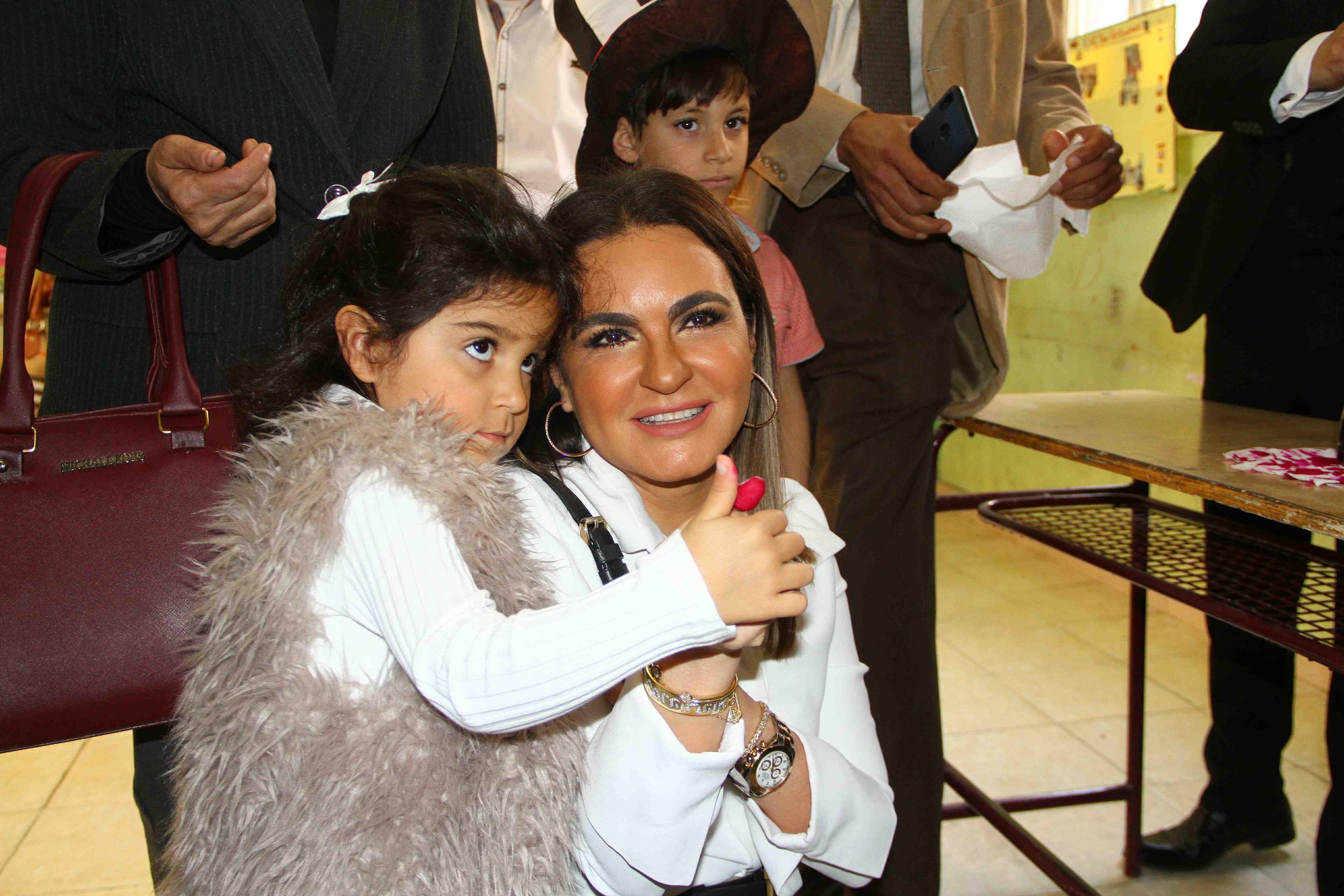 وزيرة الاستثمار تصطحب حفيدتها فى التصويت على التعديلات الدستورية55