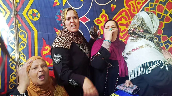 رقص-وزغاريد-السيدات-داخل-المقار-الانتخابية-بالاسكندرية-(6)