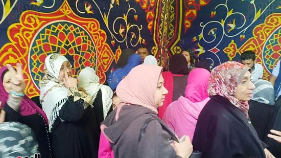 رقص-وزغاريد-السيدات-داخل-المقار-الانتخابية-بالاسكندرية-(2)