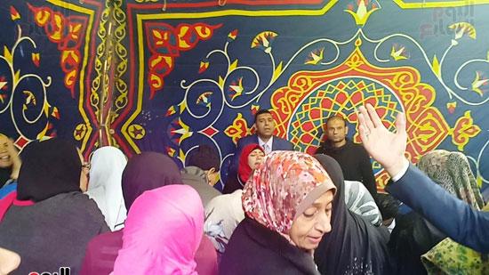رقص-وزغاريد-السيدات-داخل-المقار-الانتخابية-بالاسكندرية-(14)