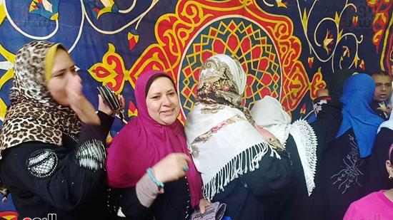 رقص-وزغاريد-السيدات-داخل-المقار-الانتخابية-بالاسكندرية-(4)
