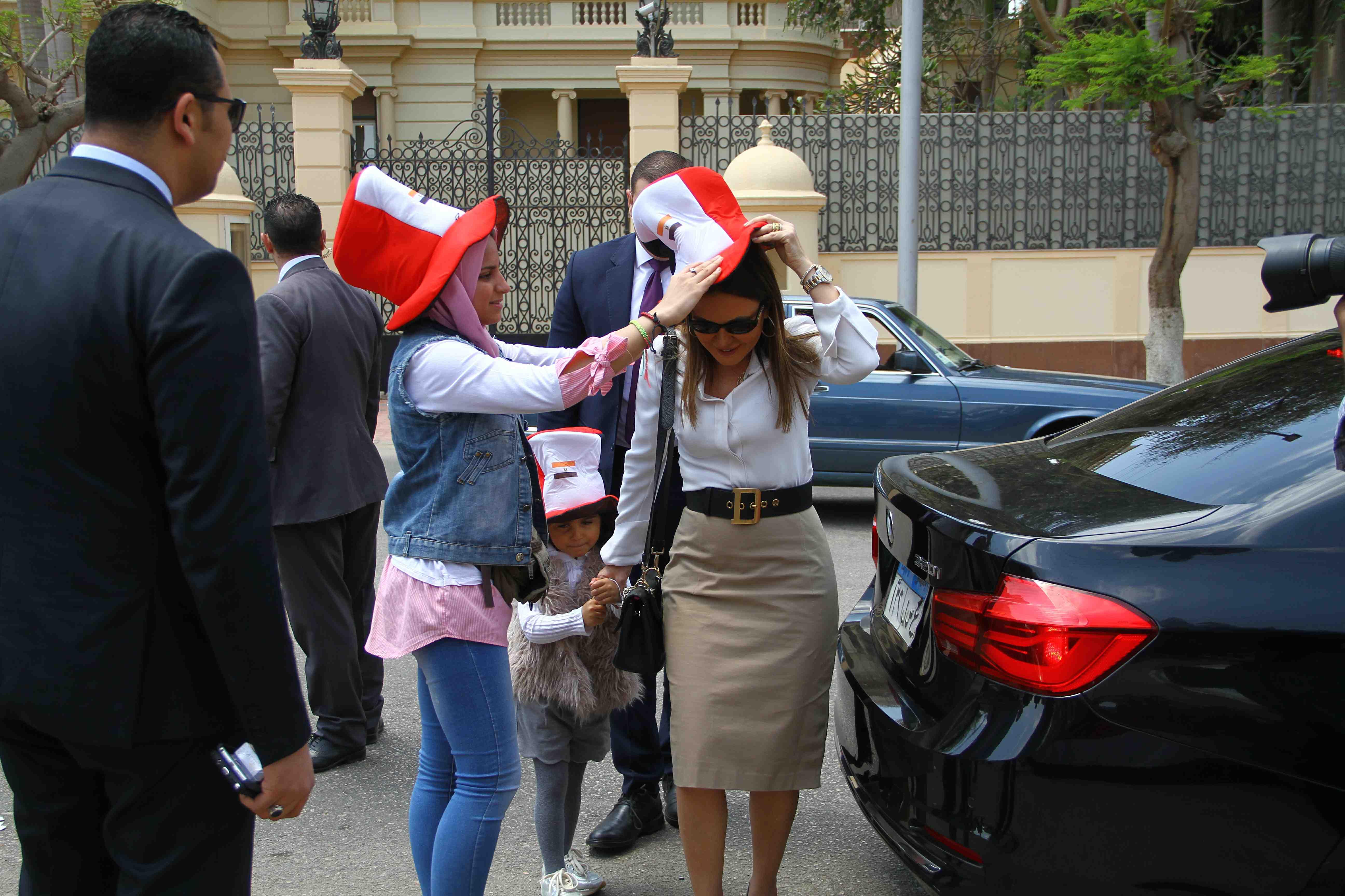 وزيرة الاستثمار تصطحب حفيدتها فى التصويت على التعديلات الدستورية5
