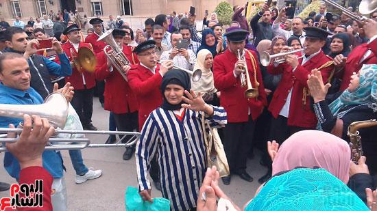 سيدات الإسكندرية يطلقن الزغاريد للدعوة للمشاركة (10)