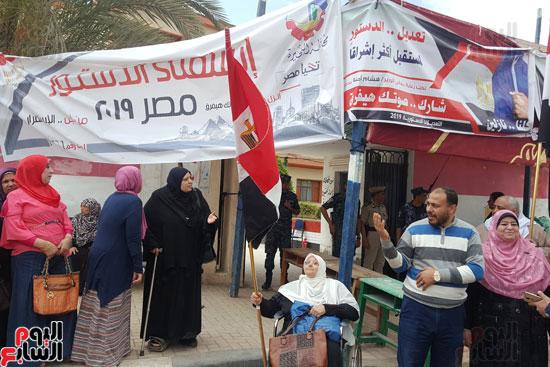 سيدات الإسكندرية يطلقن الزغاريد للدعوة للمشاركة (2)