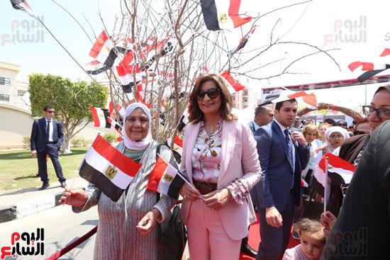 وزيرة الهجرة تدلى بصوتها (7)