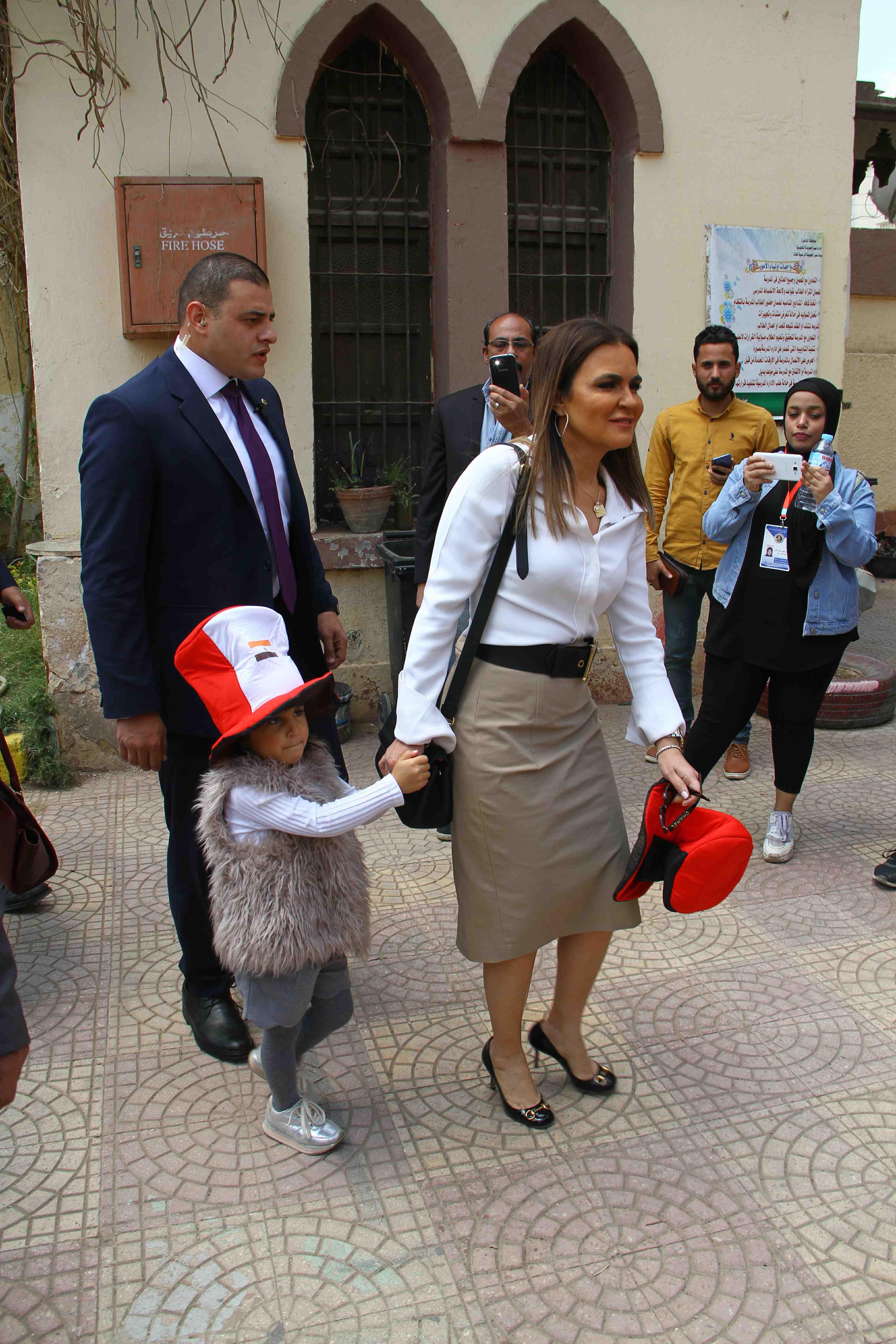 وزيرة الاستثمار تصطحب حفيدتها فى التصويت على التعديلات الدستورية7
