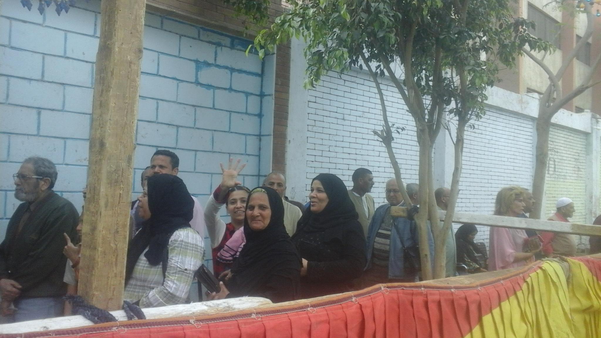 إقبال المواطنين على اللجان  بإمبابة (3)