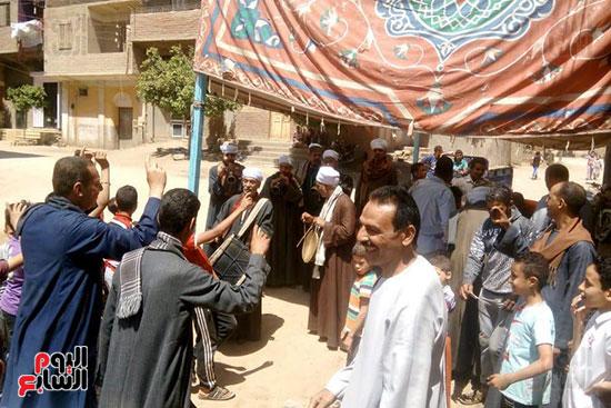 مسيرة-بالطبل-البلدي-والمزمار-لأهالي-الغنايم-بأسيوط-لدعم-التعديلات-الدستورية-(7)