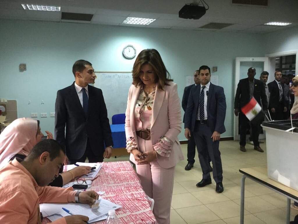 وزيرة الهجرة تدلى بصوتها فى الاستفتاء على التعديلات الدستورية