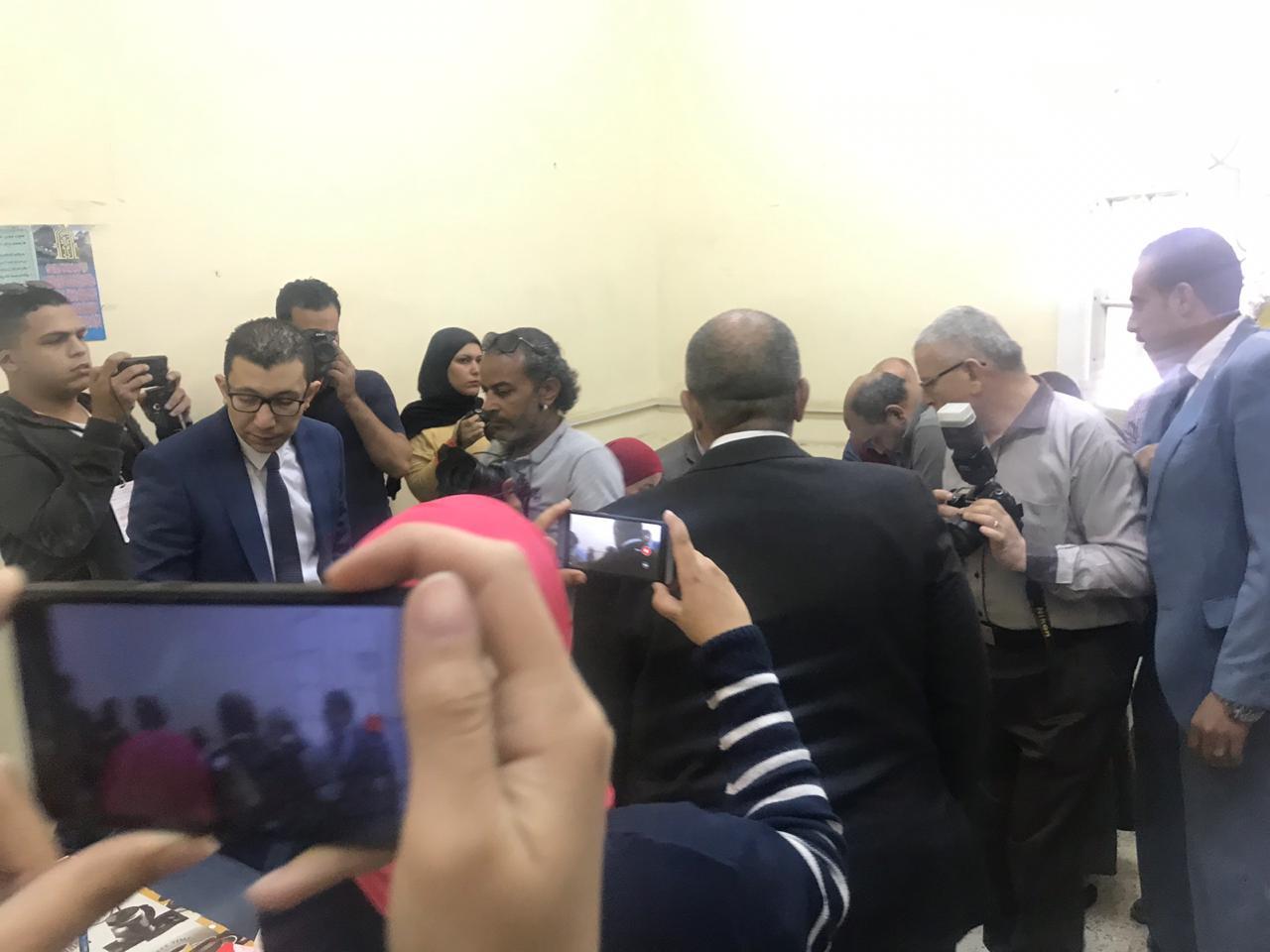 وزير الزراعة يدلى بصوته فى الاستفتاء (3)