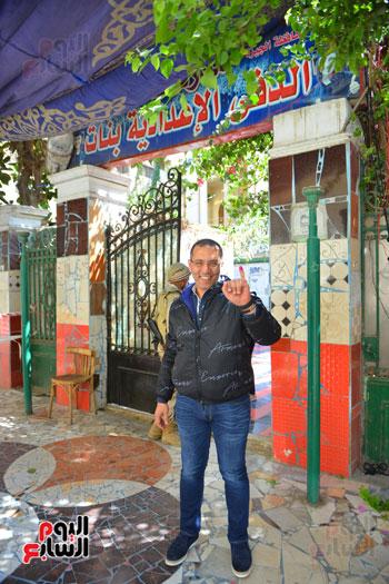 الكاتب الصحفى خالد صلاح يدلى بصوته (4)