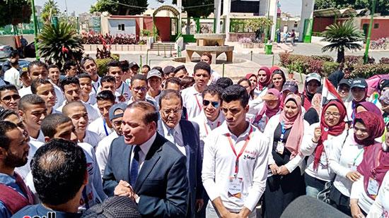رئيس-جامعة-سوهاج-أثناء-مشاركته-بمسيرة-الطلاب-(26)