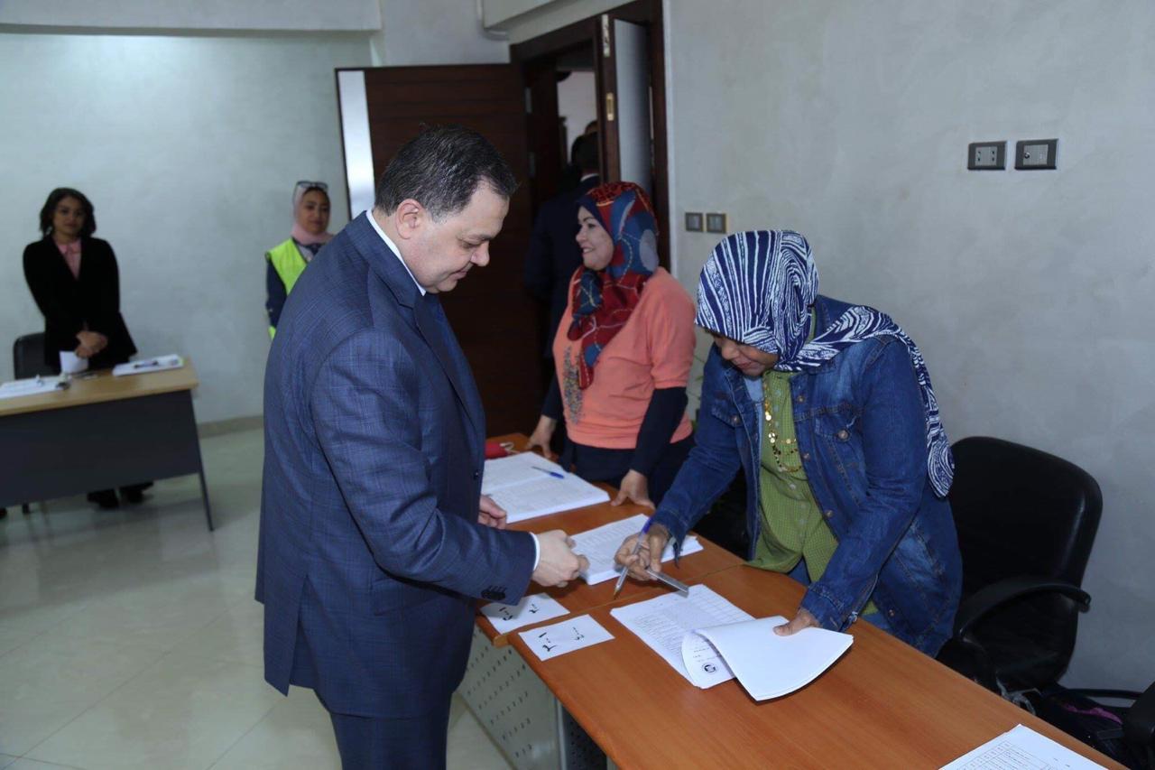 وزير الداخلية يدلي بصوته (3)