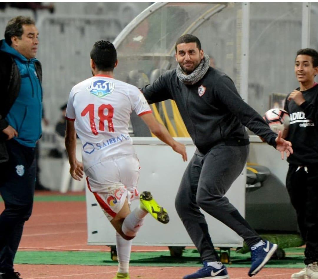 أمير عزمى يحتفل مع اللاعبين بأحد الأهداف