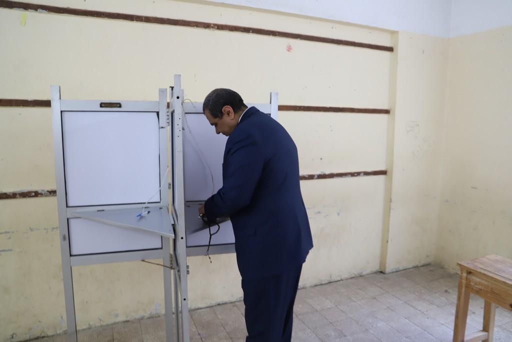 وزير القوى العاملة يدلى بصوته فى الاستفتاء على التعديلات الدستورية  (10)