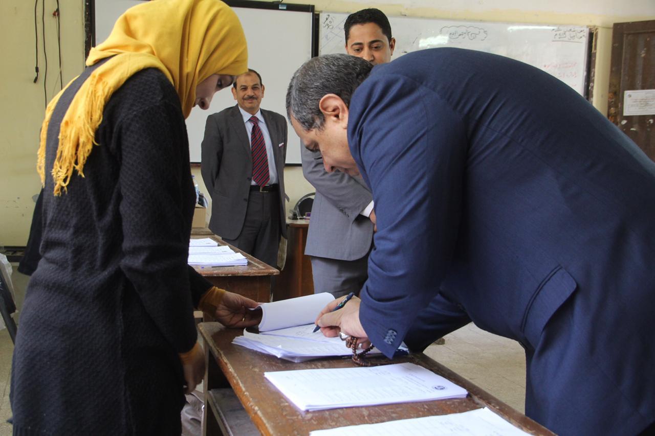 وزير القوى العاملة يدلى بصوته فى الاستفتاء (4)